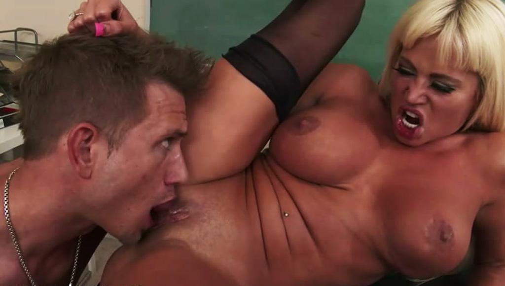Жаркий секс с училкой ради пересдачи экзамена