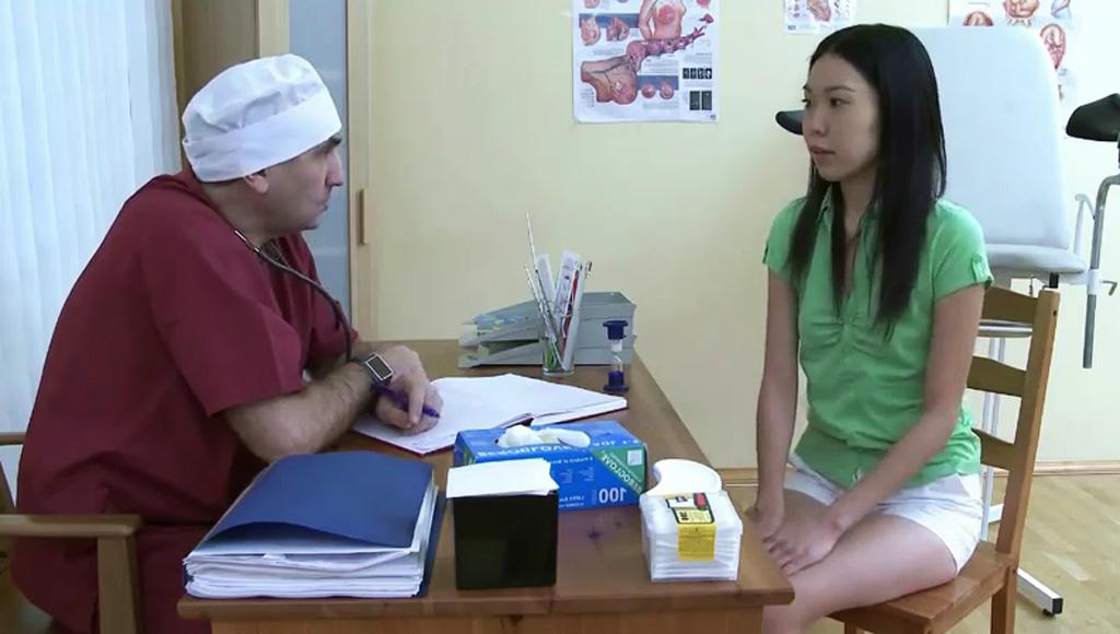 Похотливй гинеколог обучил пациентку жаркой ебле