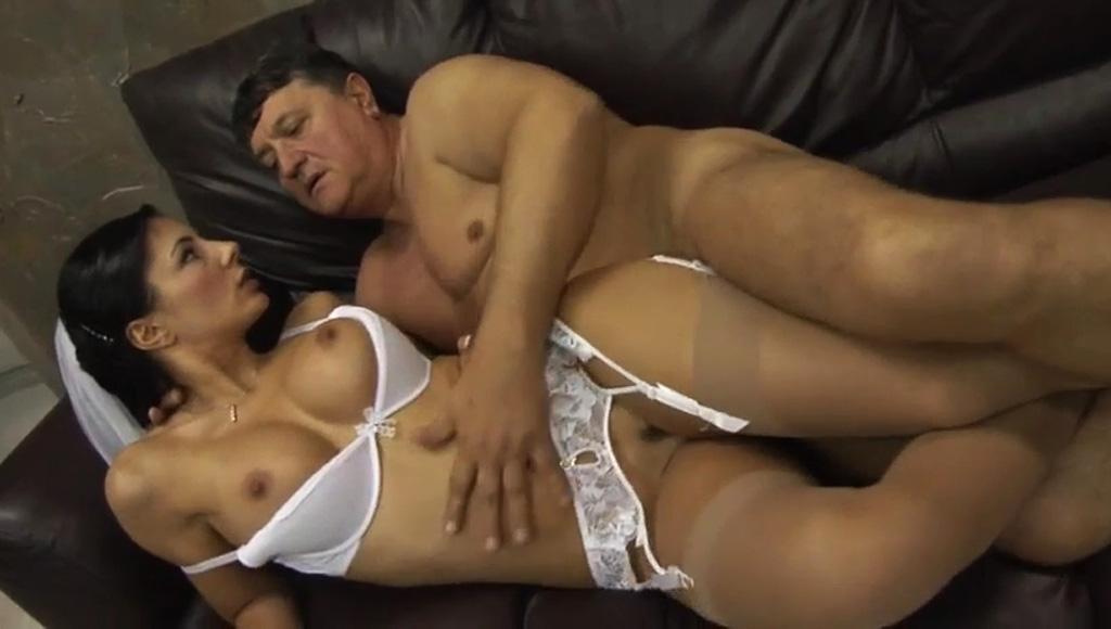 Женщина подарила мужу элитную проститутку