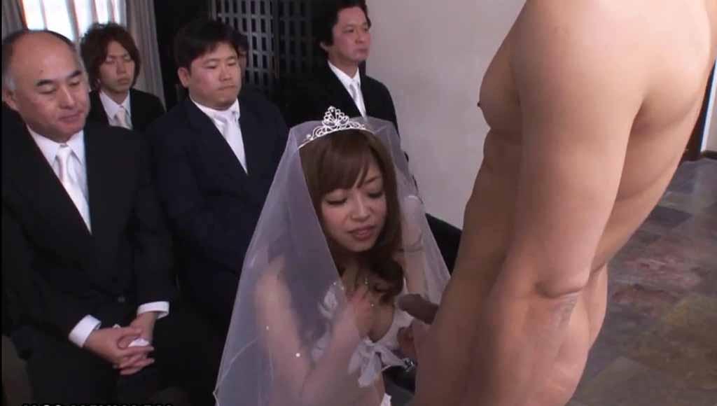 Азиатка отсосала будущему мужу на свадьбе в присутствии гостей